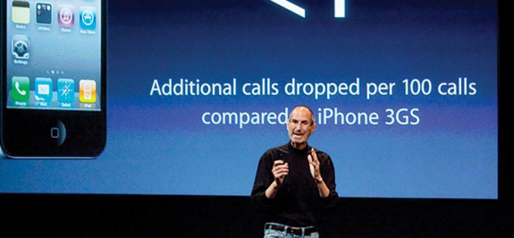 Steve Jobs đang có sự hỗ trợ của phần mềm trình chiếu Powerpoint